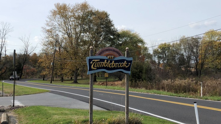 Tumblebrook Golf Club Road Sign